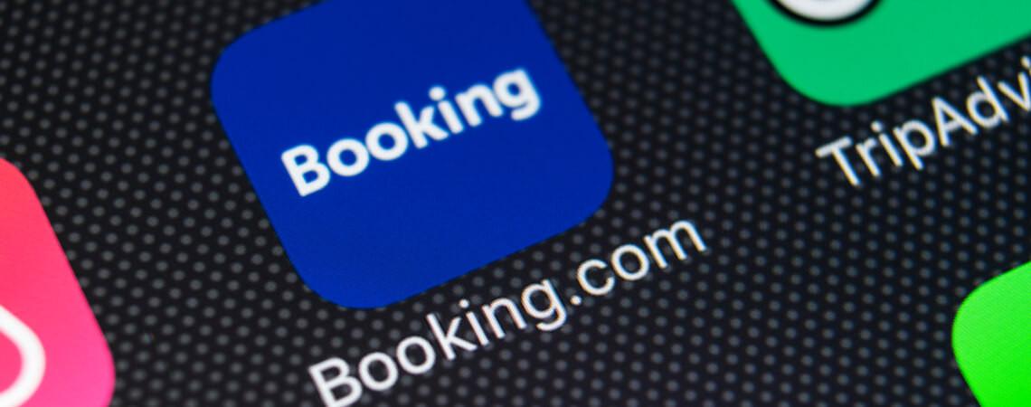 App von Booking.com auf einem Smartphone