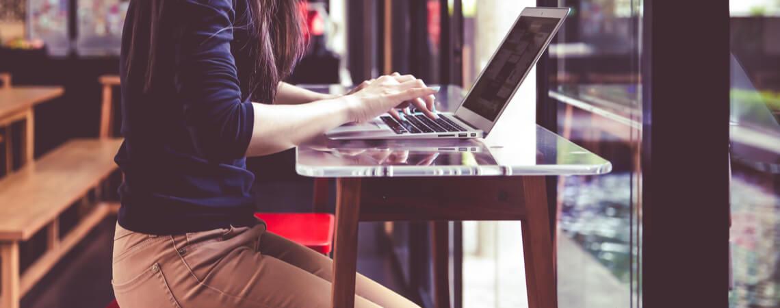 Freelancer - Frau am Laptop