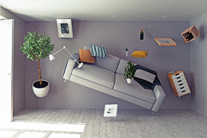 Möbel fliegen durch die Luft