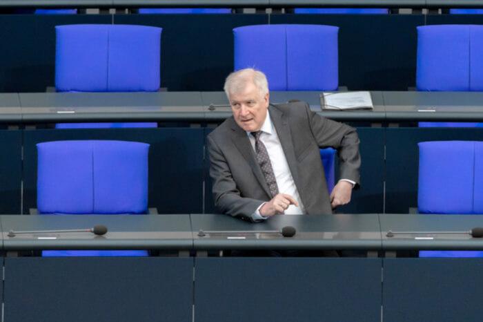 Horst Seehofer allein im Bundestag