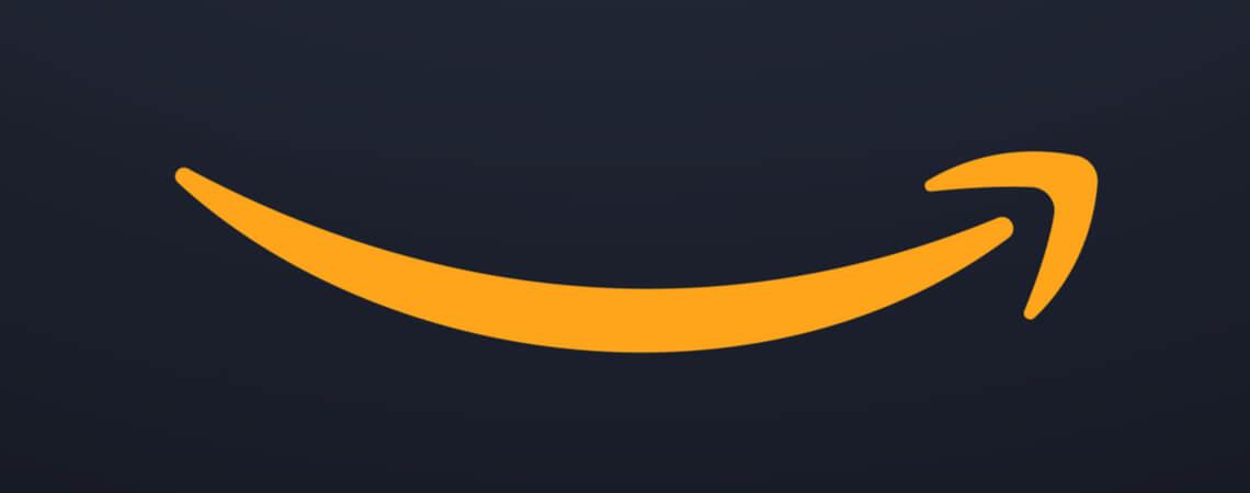 Amazon-Lächeln vor schwarzem Grund