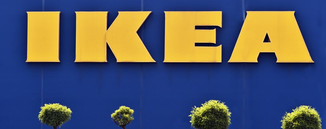 Bäume vor einer Ikea-Filiale