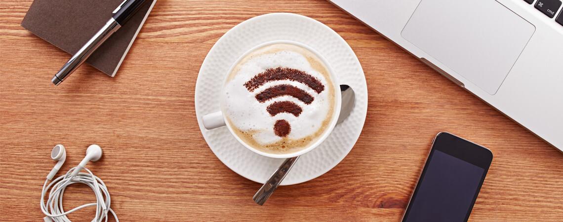 W-Lan-Symbol auf Kaffee