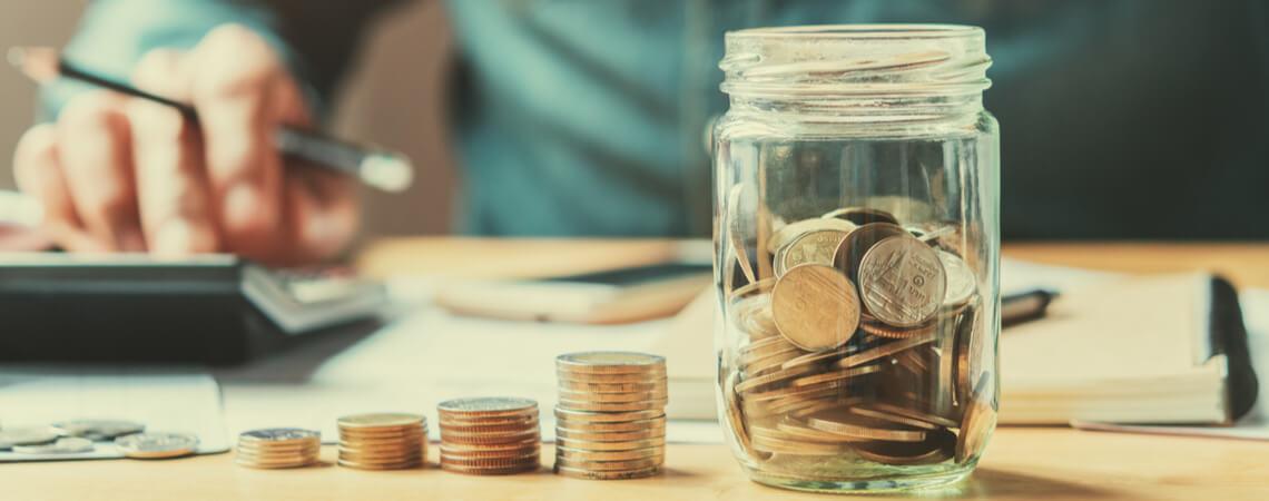 Geldmünzen im Glas