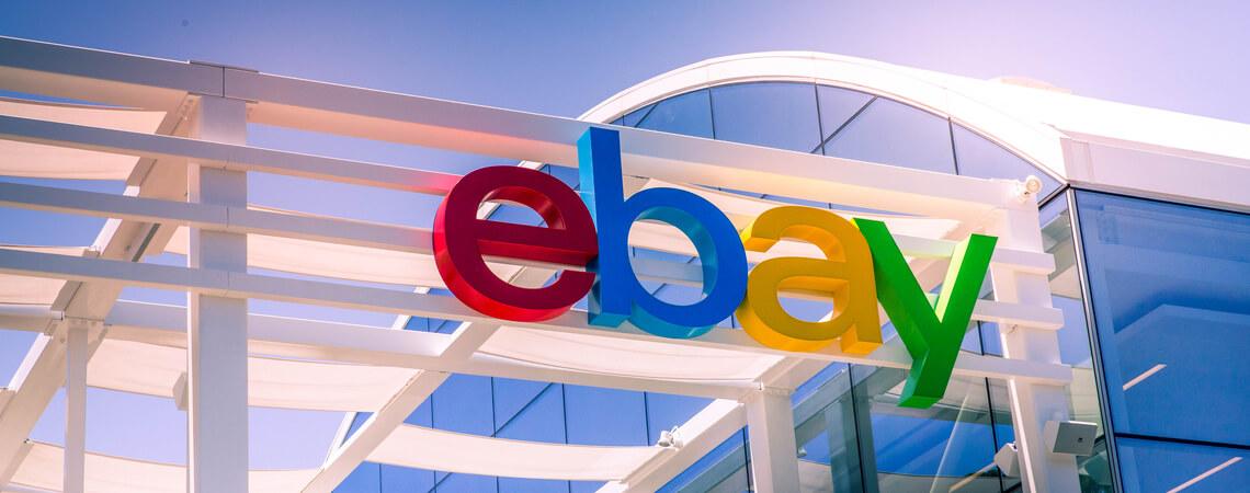 Ebay-Logo an einer Hauswand