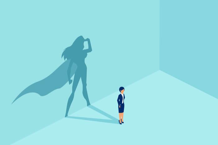 Frau mit Superheld Schatten