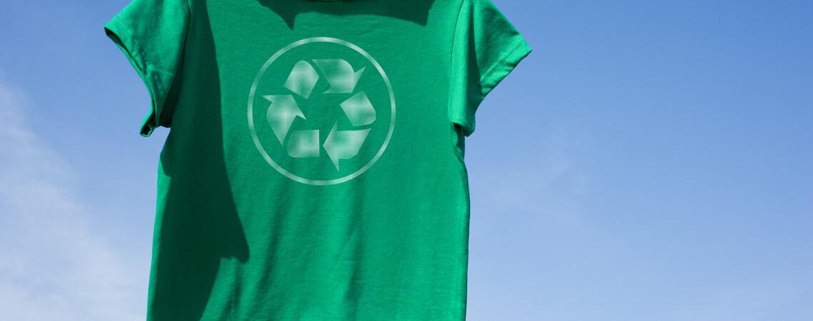 T-Shirt mit Recycle-Logo