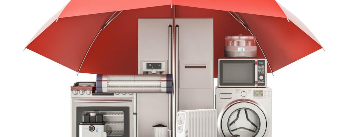 Haushaltsgeräte mit rotem Regenschirm