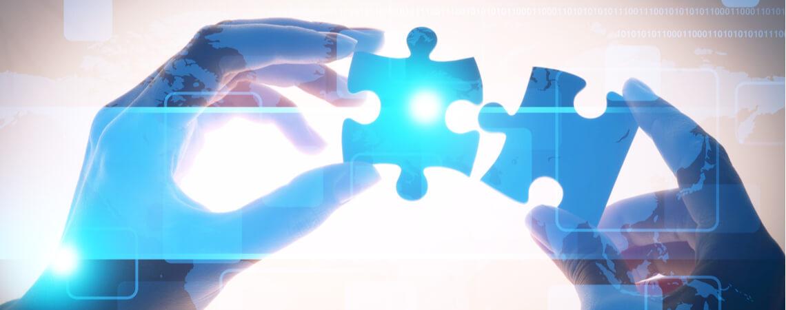 Digitale Puzzleteile werden zusammengesetzt