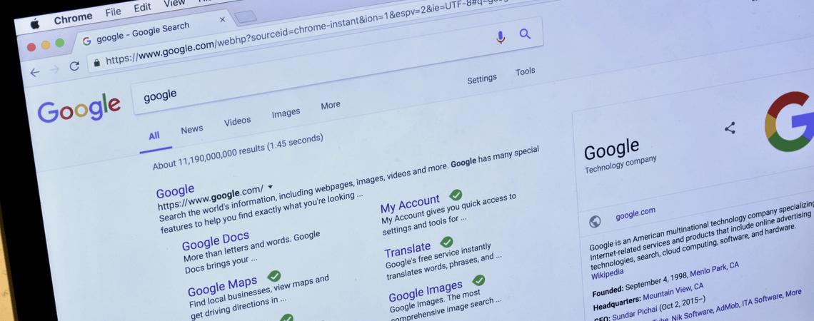 Laptop mit Google-Suche