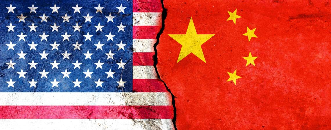 Chinesische vs. Amerikanische Flagge