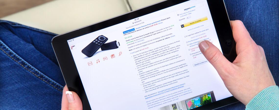 Tablet mit Amazon-Produkt und -Beschreibung