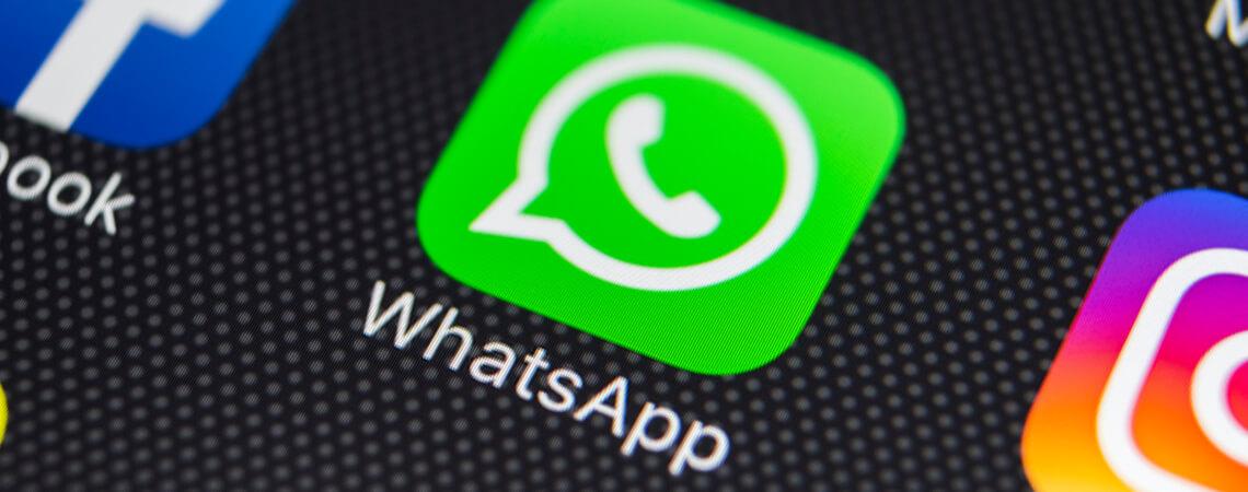 Logos auf Smartphone Facebook Instagram Whatsapp
