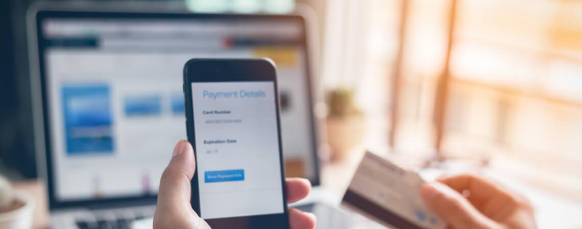 Internetzahlung mit Smartphone und Kreditkarte