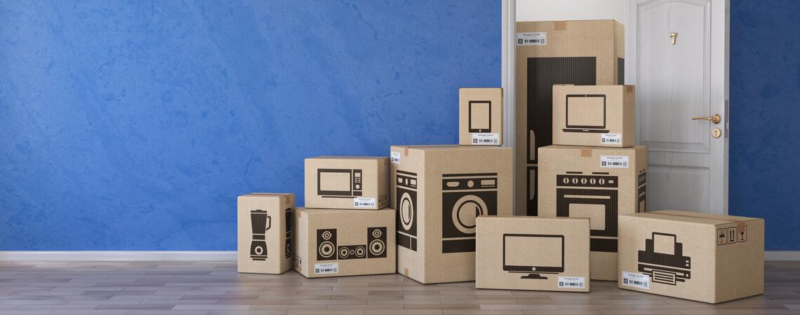 Kartons mit Haushaltsgeräten