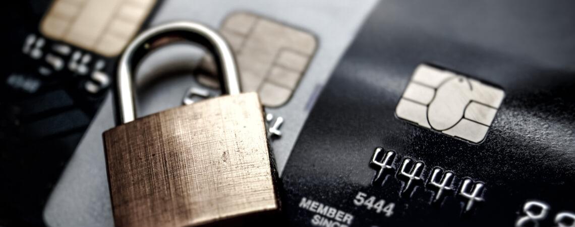 Kreditkarten und Schloss