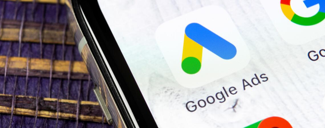 Google Ads Logo auf Smartphone