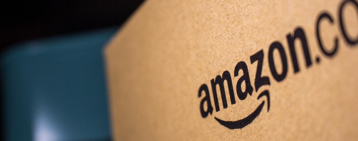 Amazon Schriftzug auf Paket