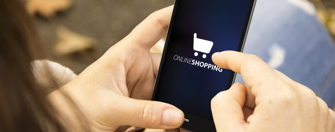 Online-Shopping auf einem Smartphone