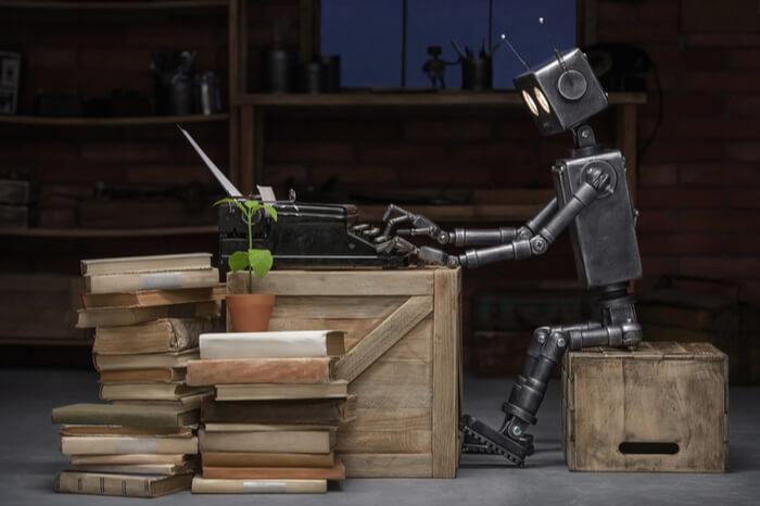 Roboter an Schreibmaschine