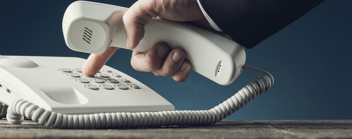 Finger auf Telefon