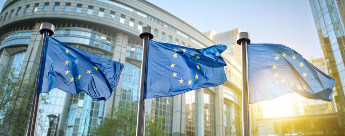 EU-Flaggen vor dem EU-Parlament