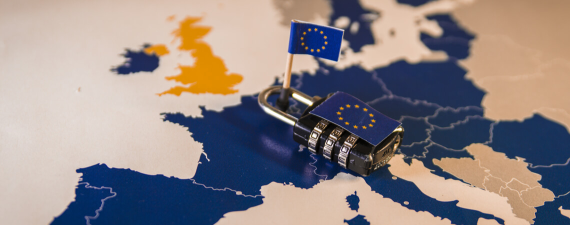 EU-Karte mit Vorhängeschloss