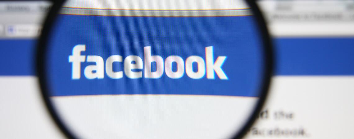 Facebook-Logo unter der Lupe des Verbraucherschutzes