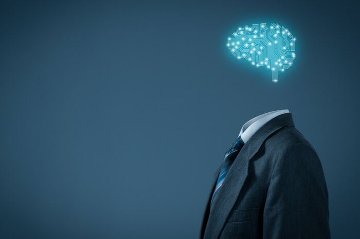 Künstliche Intelligenz: Geschäftsmann mit digitalem Gehirn