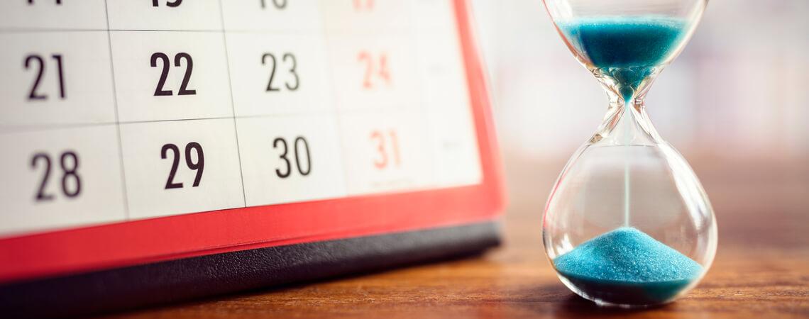 Stundenglas und Kalender