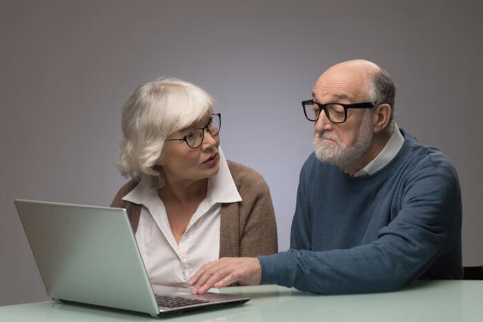 Senioren am Laptop