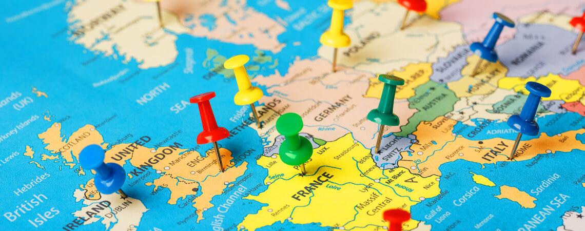Europa-Karte mit Stecknadeln
