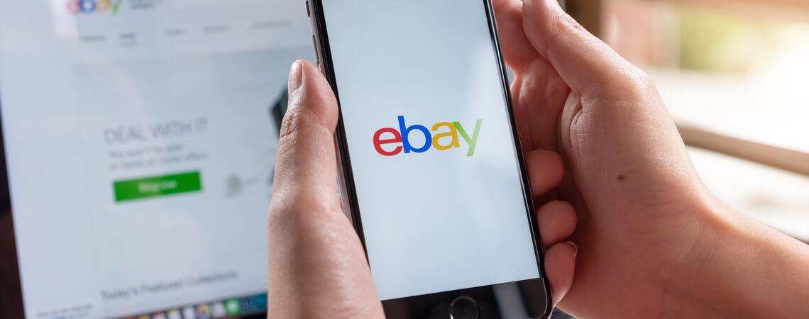 Ebay auf Laptop und Smartphone