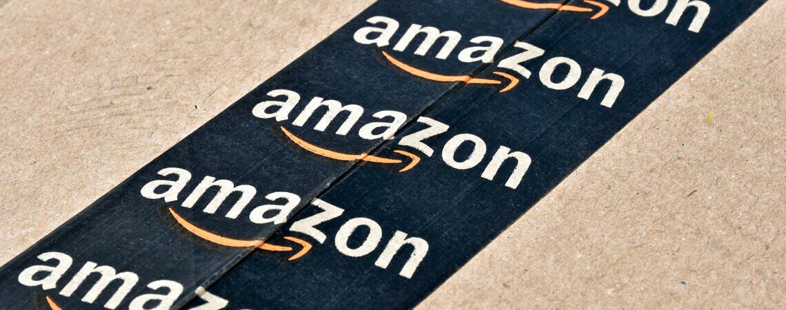 Nahaufnahme eines Amazon-Pakets