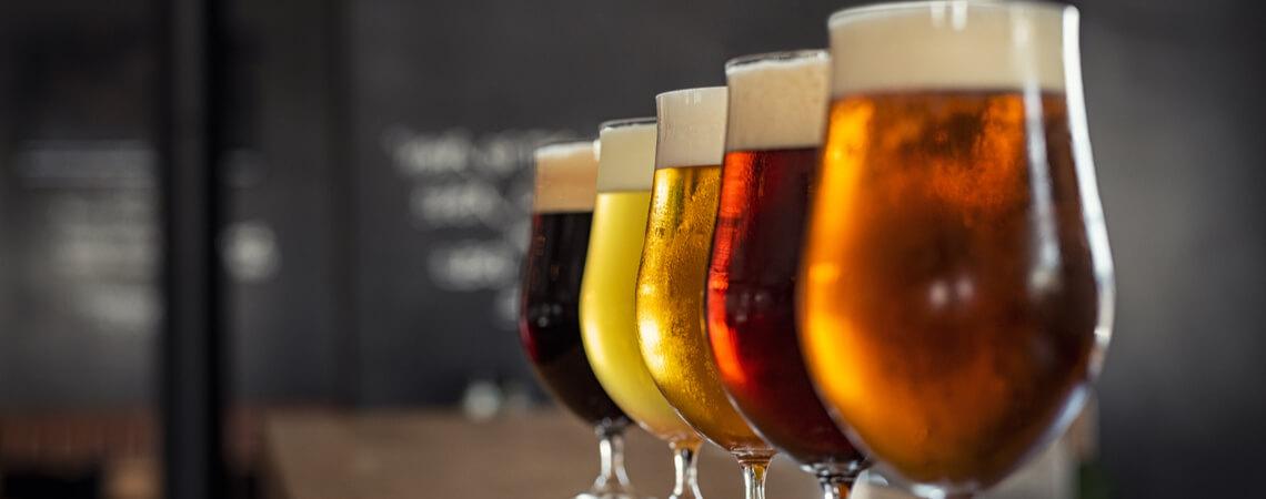 Biergläser voll
