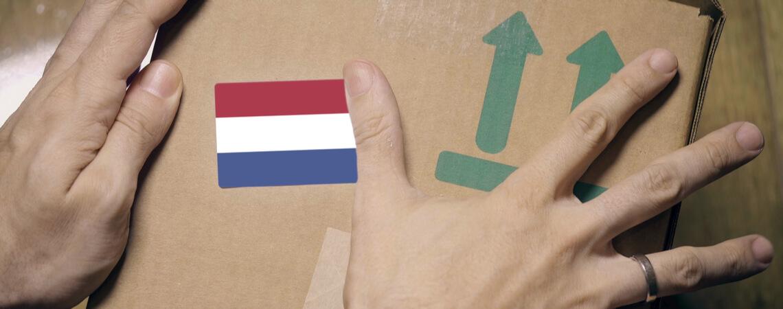 Paket mit Flagge Niederlande