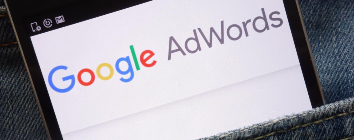 Handy mit Google Adwords-Logo