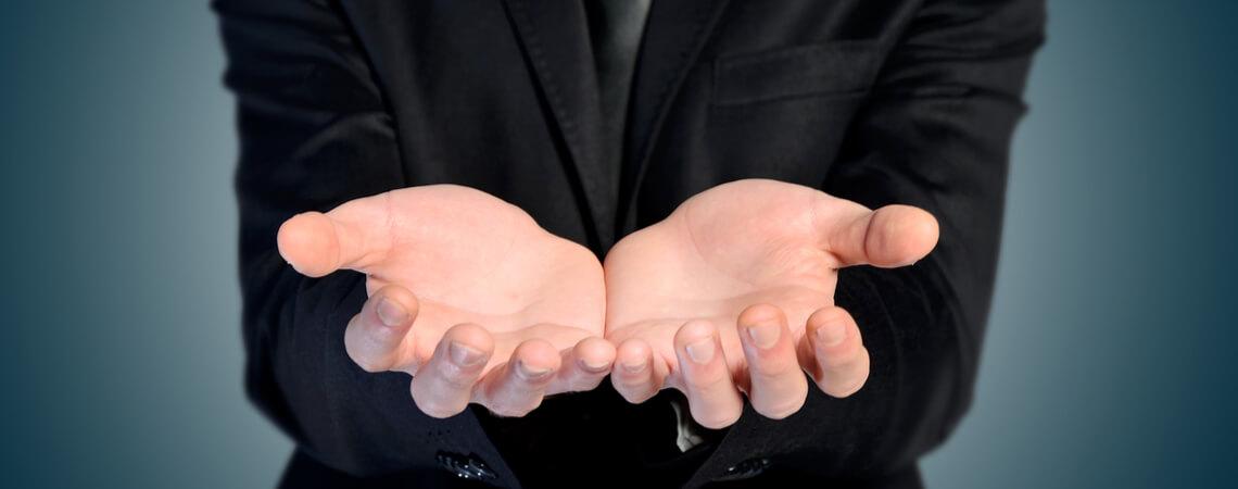 Hände aufhalten