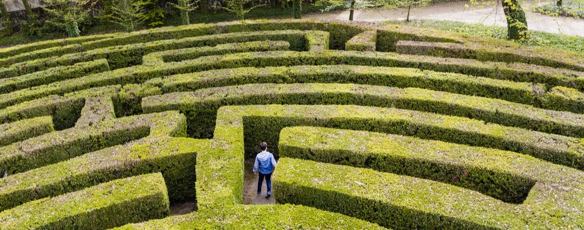Mann in Labyrinth
