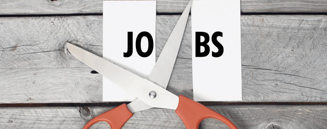 Schriftzug Jobs wird mit einer Schere zerschnitten
