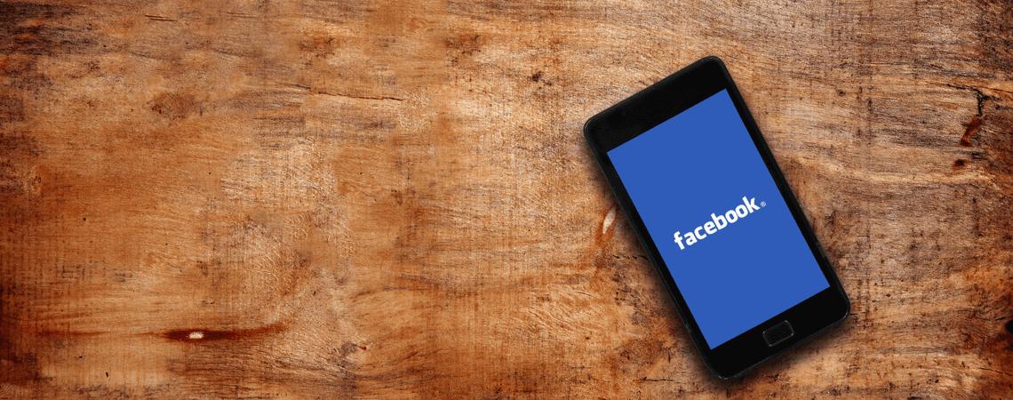 Facebook-Logo auf Smartphone-Bildschirm