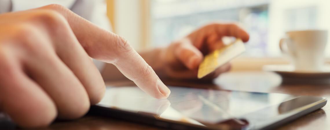 Online-Shopping über Tablet