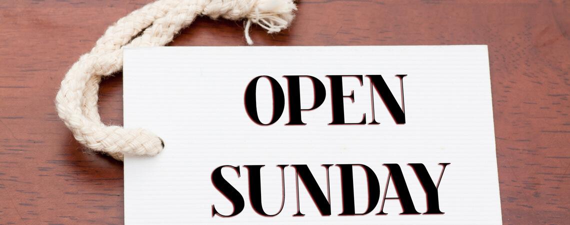 Schild Sonntag offen