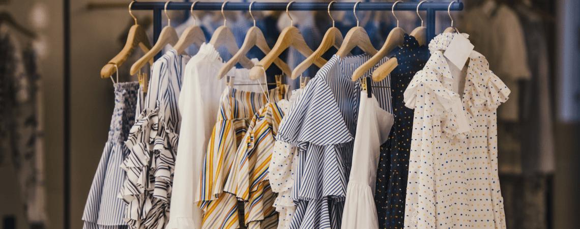 Mode auf Kleiderstange