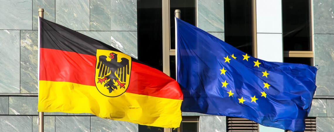 Flaggen von Deutschland und EU