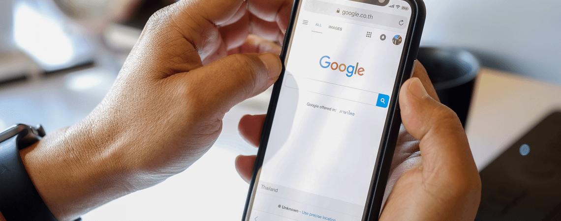 Smartphone mit Google-Suche