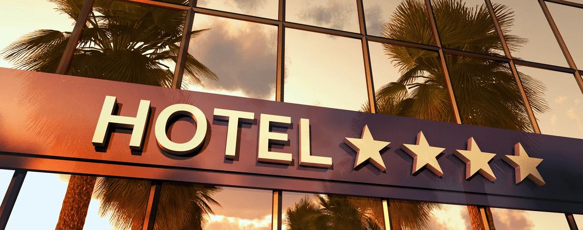 Hotelschriftzug mit Sternen