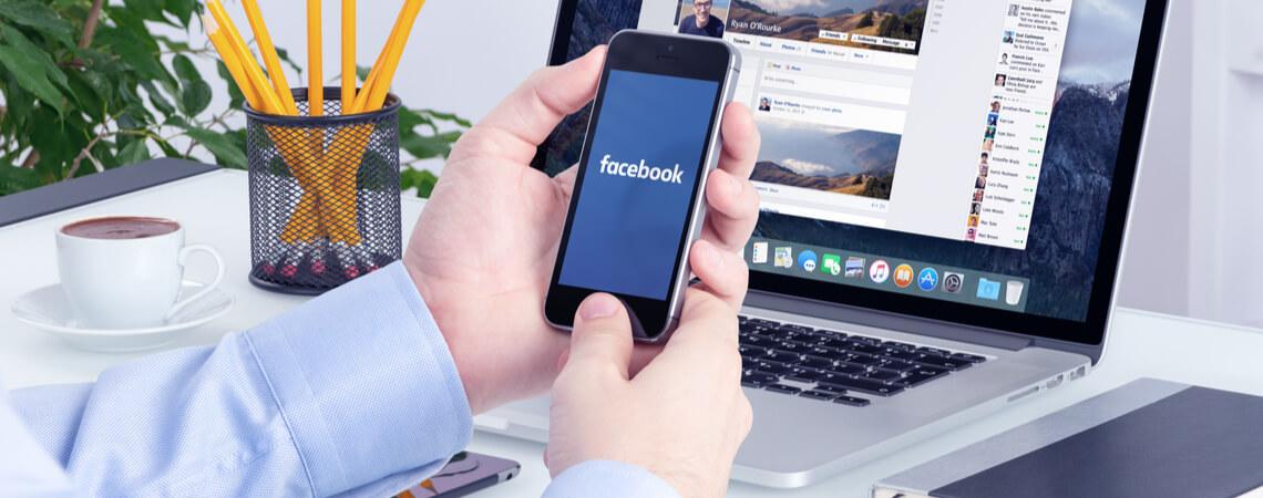 Facebook auf Laptop und Smarpthone