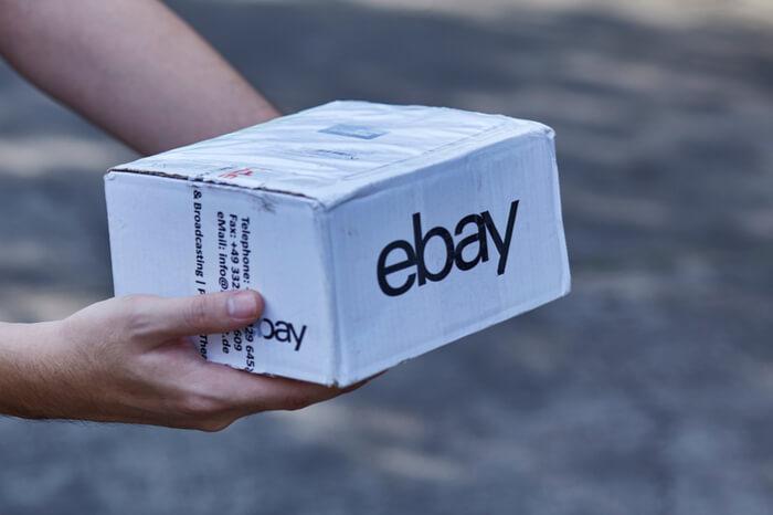 Paket mit Ebay-Logo