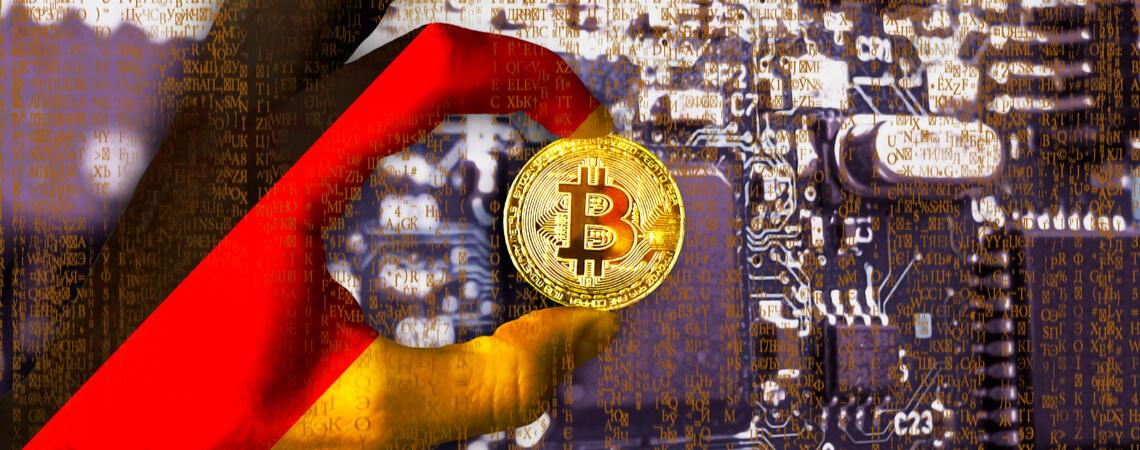 Bitcoin-Münze in Hand